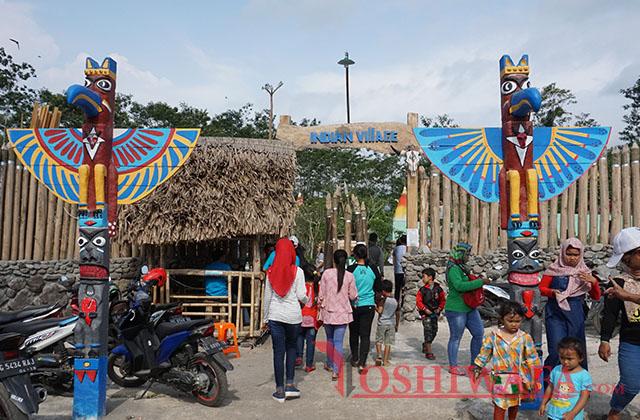 Gerbang masuk Kampung Indian