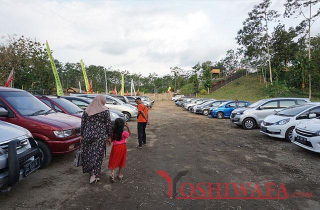 Tempat Parkir di Lokasi wisata Kampung Indian Kediri