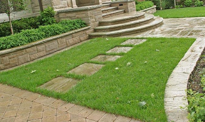 Taman menggunakan material Batu